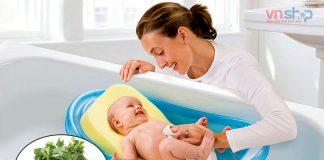 Cách tắm cho trẻ sơ sinh bằng lá kinh giới