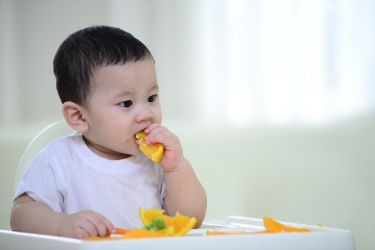Những dấu hiệu cho thấy bé bắt đầu muốn ăn dặm-2