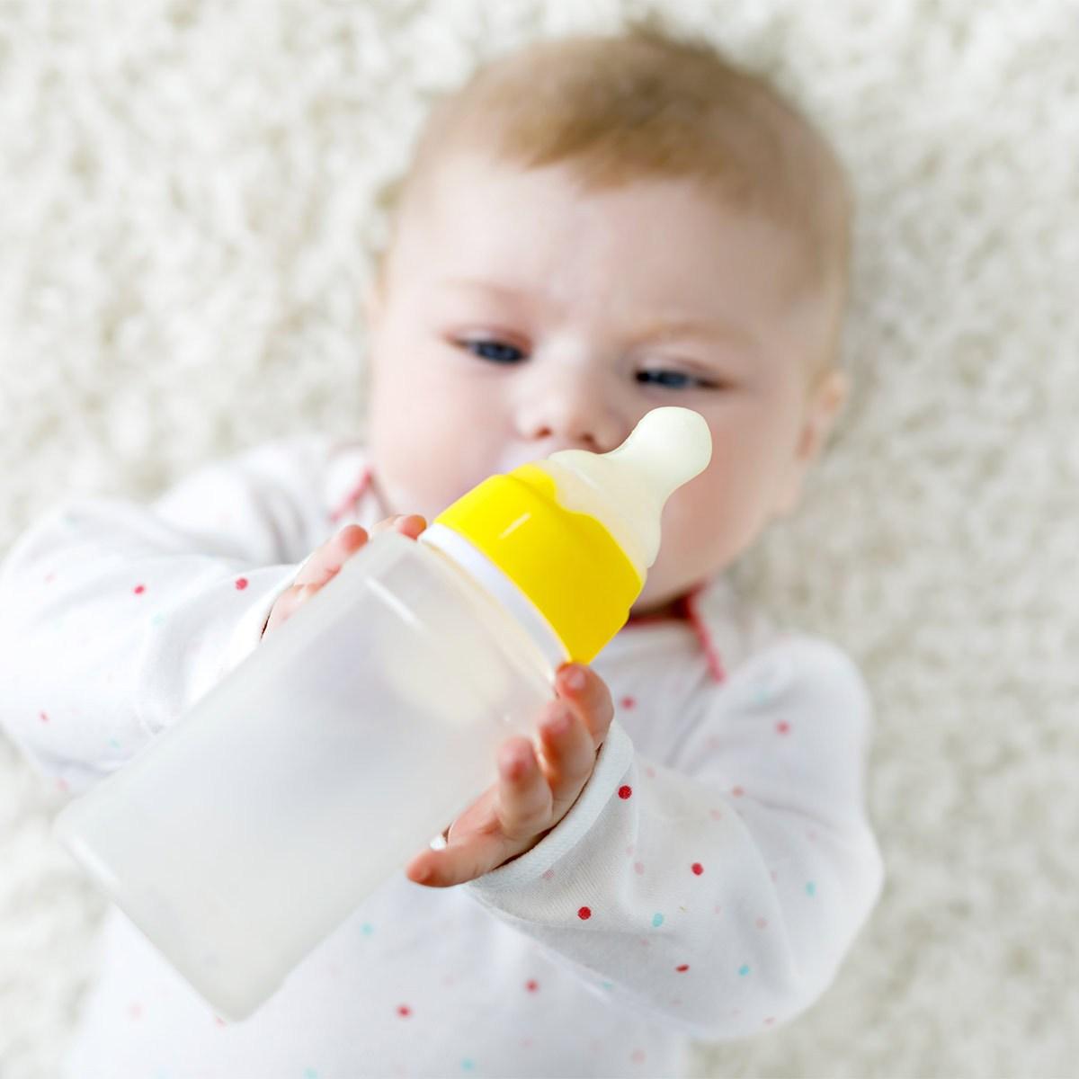 bé ăn dặm không chịu uống sữa_1
