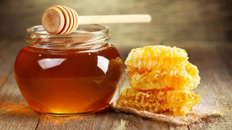 Hướng dẫn cách trị táo bón cho trẻ sơ sinh bằng mật ong