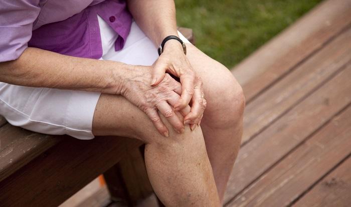 Công dụng của lá kinh giới đối với người đau khớp chân tay