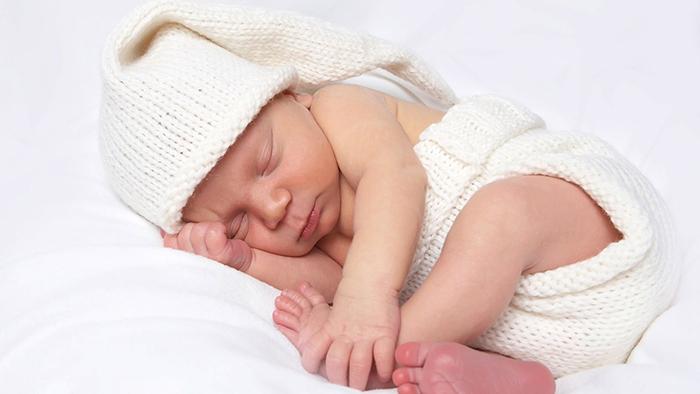 Trẻ sơ sinh đi ngoài bình thường