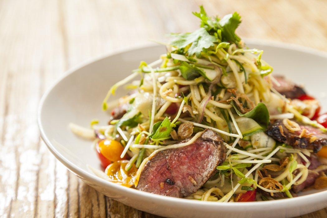 Gỏi bắp bò mầm cải tạo nên hương vị chua cay tuyệt vời