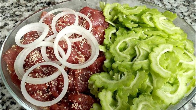 Gỏi khổ qua thịt bò là món ăn tuyệt vời trong những ngày tết
