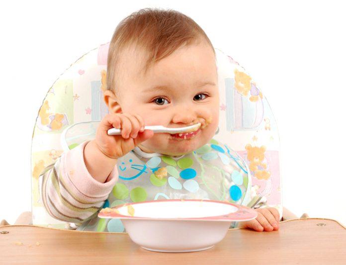 Trẻ 2 tháng tuổi ăn bột ăn dặm được chưa?