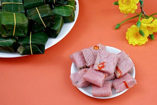 nem chua một món ăn đặc trưng hấp dẫn trong dịp tết