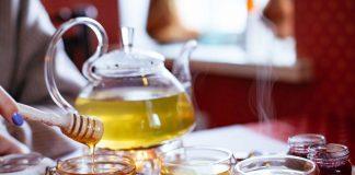 dùng mật ong chữa rượu