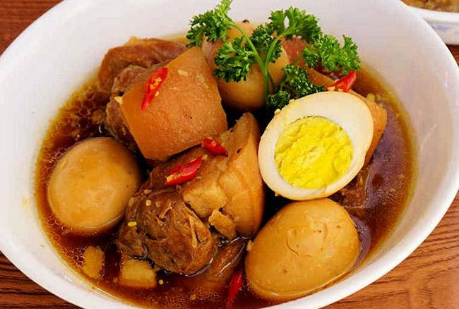 thịt kho nước dừa tạo nên hương vị đậm đà trong ngày tết