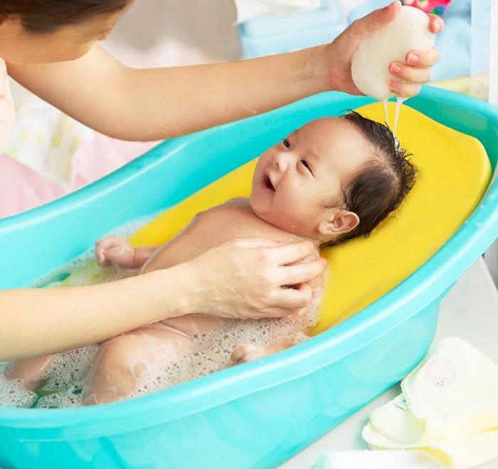 Cách sử dụng lưới tắm cho bé