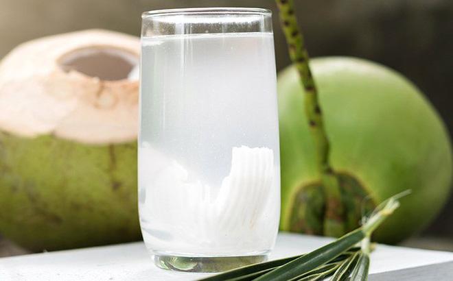 Nước dừa là loại đồ uống được nhiều người ưa chuộng