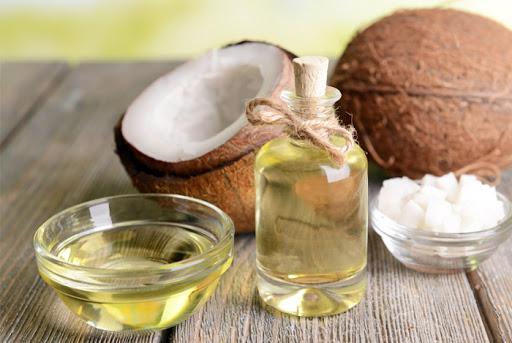 Dùng dầu dừa và bơ hạt mỡ trị hăm tã hiệu quả tốt