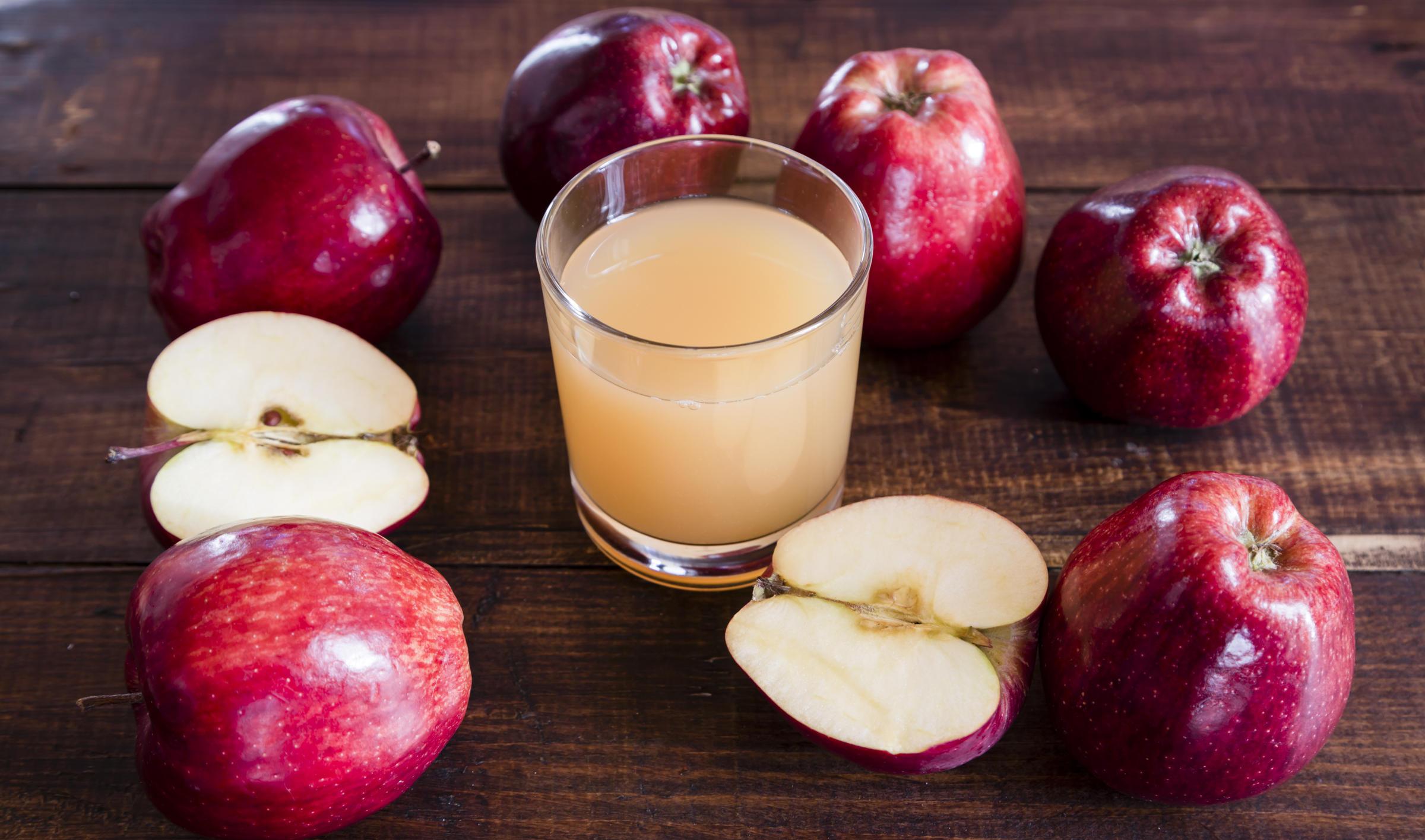 Cách làm nước ép trái cây cho bé - Nước ép táo