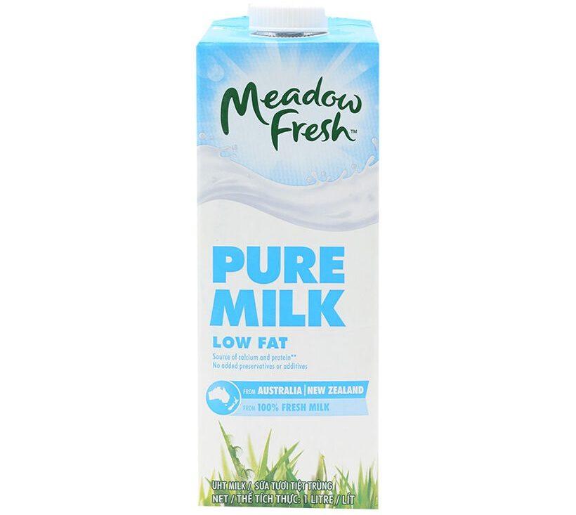 Sữa tươi tách béo Meadow Fresh với hàm lượng chất dinh dưỡng cao phù hợp với mọi đối tượng