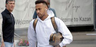 neymar cùng tai nghe airpod