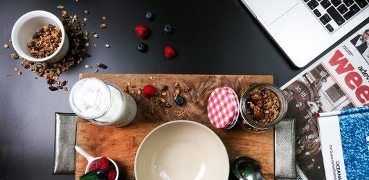 Ủ tóc bằng sữa chua và mật ong đúng cách