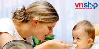 Cho trẻ ăn váng sữa đúng cách giúp trẻ hấp thụ dinh dưỡng tốt nhất