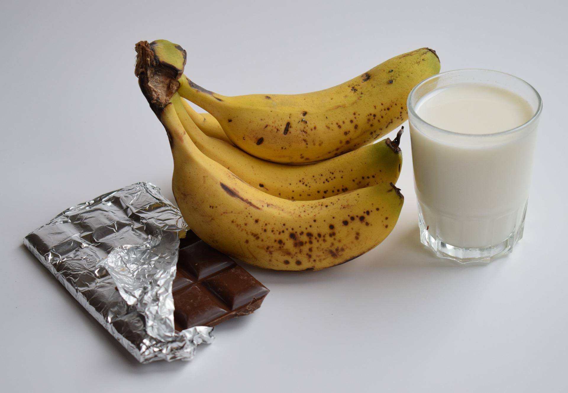 Giảm cân bằng sữa tươi không đường với chuối