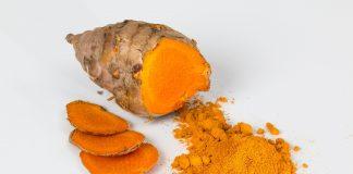 Curcumin trong bột nghệ có tác dụng tiêu diệt vi khuẩn, chống lão hóa hiệu quả
