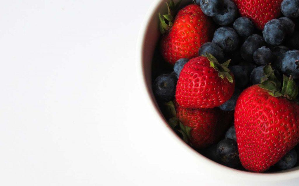 bữa sáng với các loại quả mọng