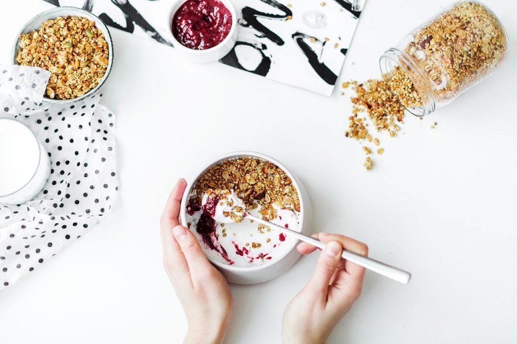 bữa sáng với sữa chua hy lạp không đường