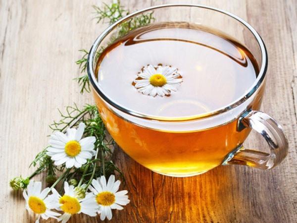 trà hoa cúc giải nhiệt trị mụn