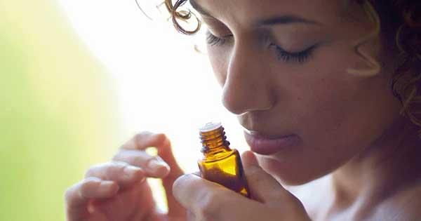 hít tinh dầu đàn hương giúp thư giãn