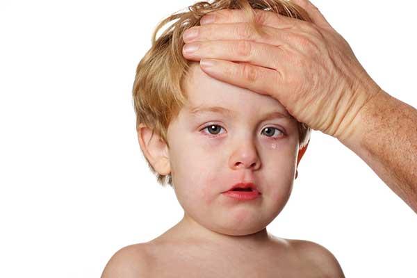 Trẻ bị sốt có nên nằm điều hòa không-2