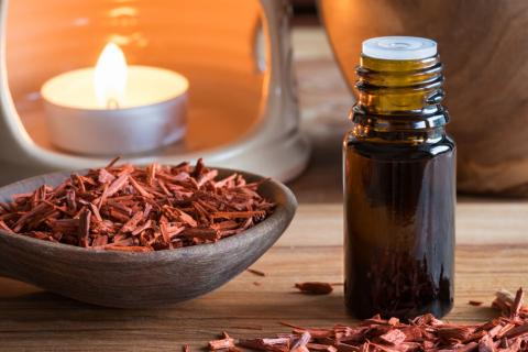 tinh dầu đàn hương giúp tỉnh táo, minh mẫn