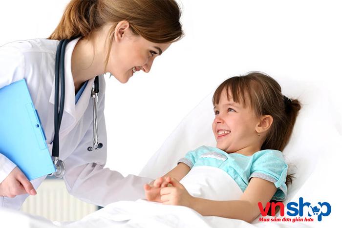 Cho trẻ đi bệnh viện